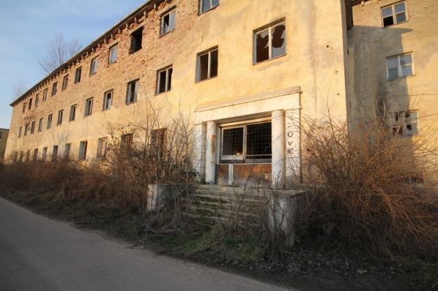 Baj, egykori szovjet laktanya #1