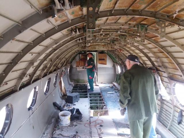 Jelenetek a keceli An-24V átváltozásából #9