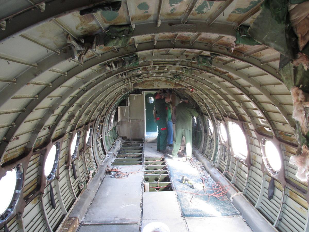 Jelenetek a keceli An-24V átváltozásából #10